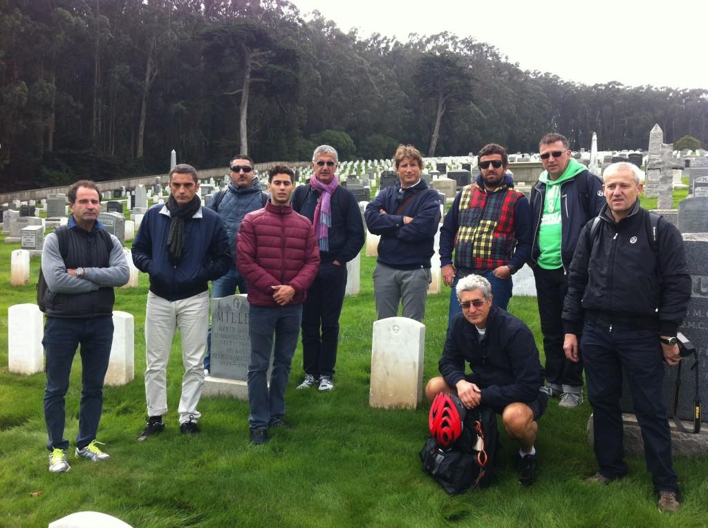Sulla tomba di di Rudio con gli imprenditori romagnoli dell'Italiani di Frontiera Silicon Valley Tour 2013.