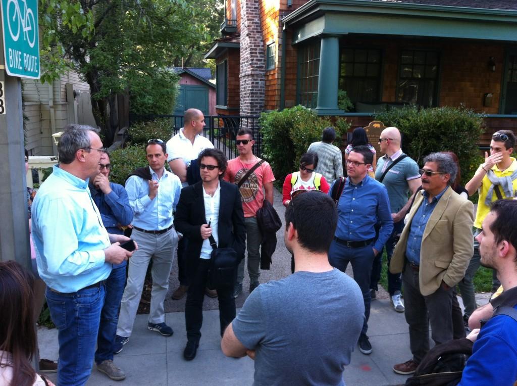 Davanti al garage HP di Palo Alto, Damiano Airoldi (Magnetic Media) rievoca i suoi incontri con Steve Jobs