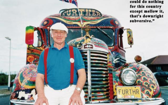 Ken Kesey con il variopinto bus Further dei Marry Pranksters